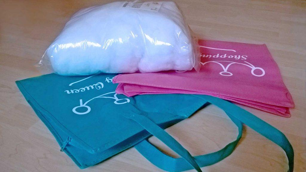 Katzen Stangenlauf: Zwei einfache Einkaufstaschen und 250 Gramm Füllwatte ergeben vier Stangen